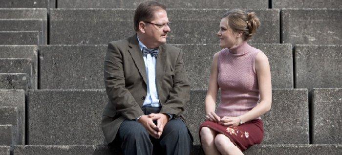 Rektor Quitter (Jürgen Tarrach) mit Michaela (Fritzi Haberlandt)