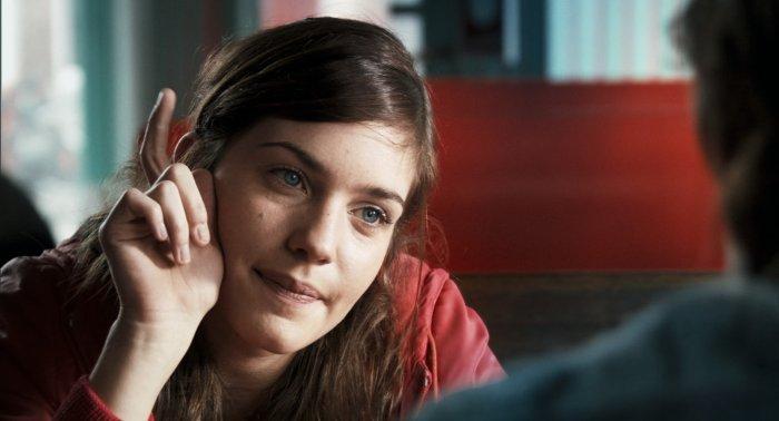 Scarlite (Laura Verlinden) öffnet Ben die Augen
