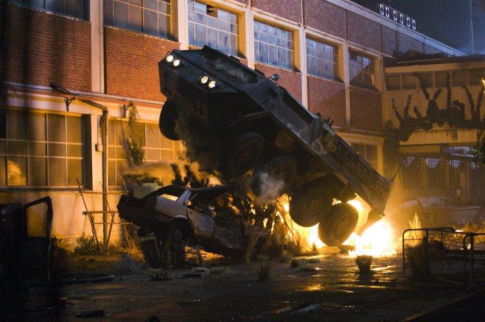 Das Fahrzeug des Spezialkommandos wird angegriffen