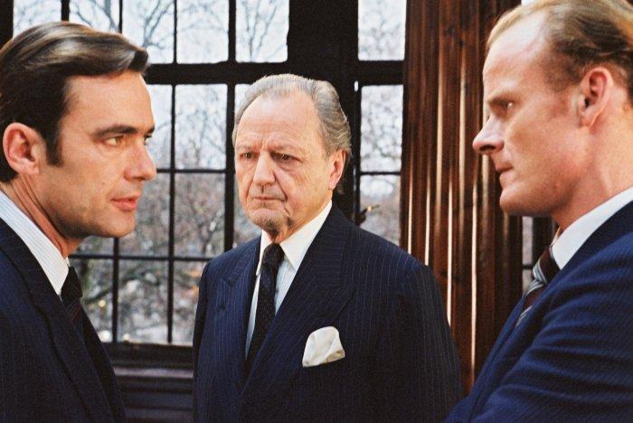 Secret Service: Tim Everett (Richard Lintern, l.) mit Kollegen