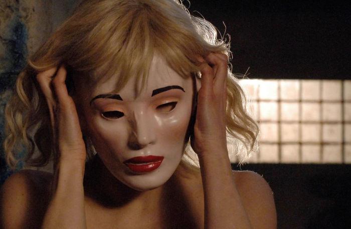 Die Maske fällt