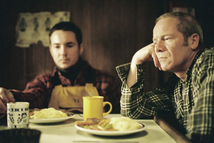 Sean mit Bootsmann Riley (Peter Mullan)