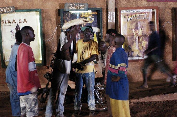 Le Shérif (Yacouba Dembélé) vor seinem Publikum