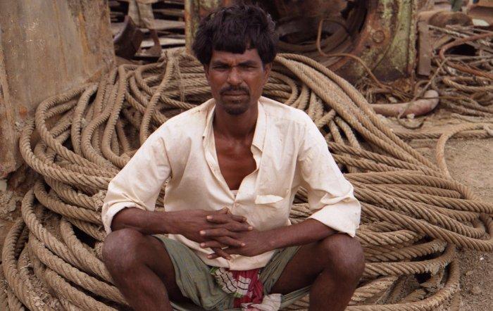 Werftarbeiter in den Seilen