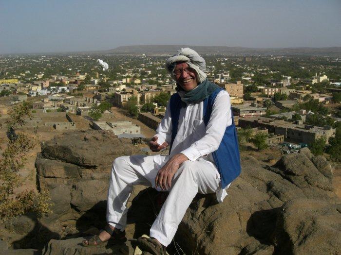 Christof Wackernagel vor dem Panorama Bamakos