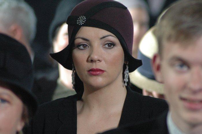 Liuba (Martine McCutcheon) verfolgt den Prozess mit Bangen
