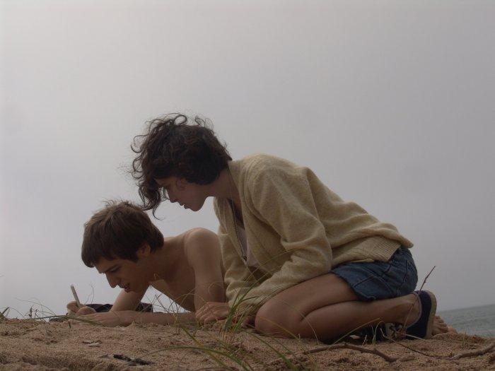 Zwischen den Teenagern entwickelt sich eine spannende Beziehung