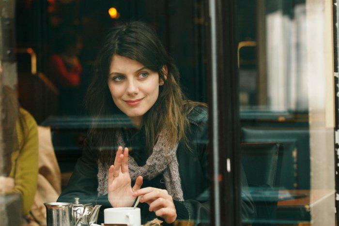 Laetitia im Café