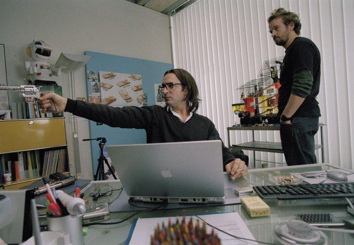 Octave (Jean Dujardin) mit Kollege Charlie (Jocelyn Quivrin)