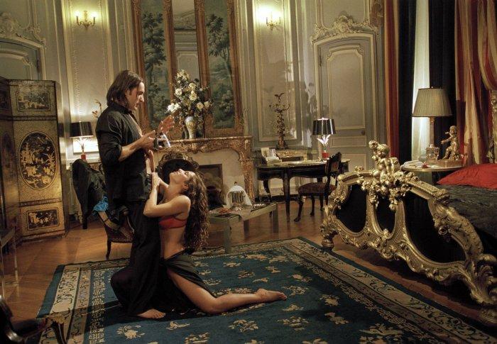 Octave vergnügt sich mit Tamara (Elisa Dovati)