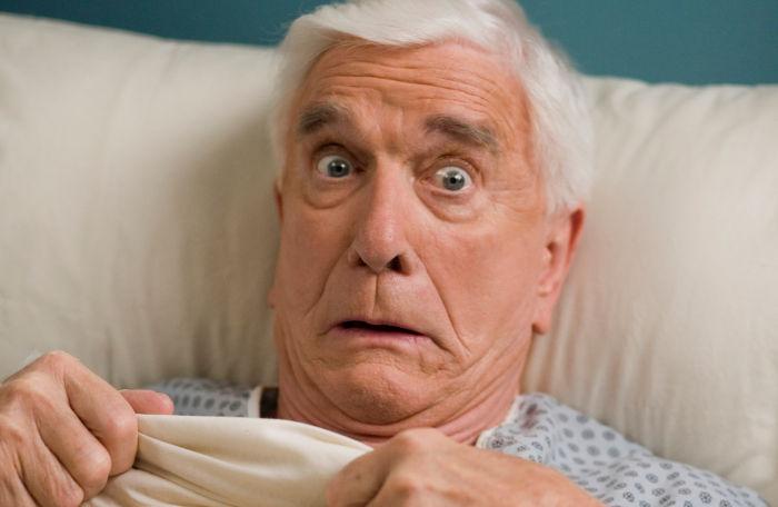 Onkel Albert (Leslie Nielsen) ist entsetzt