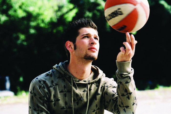 Andrej (Igor Dolgatschew) ist Meister am Ball