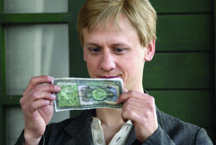 Jan Díte (Ivan Barnev) ist von Geld fasziniert