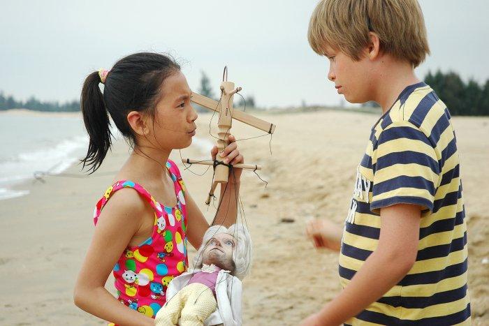 Lin-Lin (Ming Mei Quan) hat die Fäden in der Hand