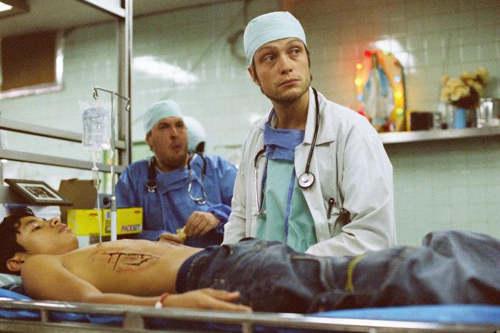Der junge Arzt bei seiner Arbeit im Krankenhaus