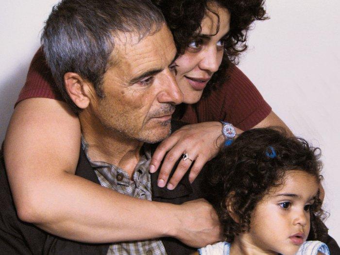 Slimane (Habib Boufares) mit Tochter Karima (Faridah Benkhetache) und Enkelin