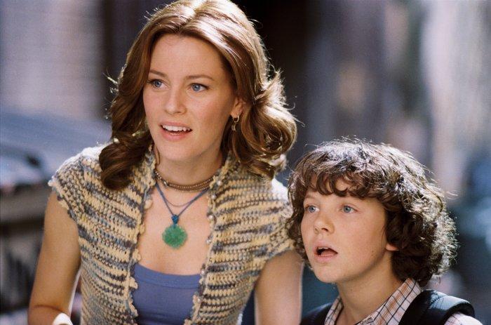 Gina (Elizabeth Banks) mit Sohn