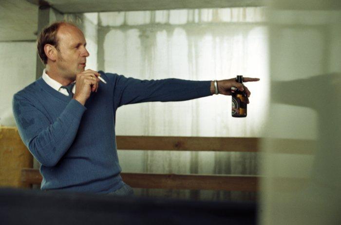 Dieter (Oliver Stokowski) ist heimisch im Westen