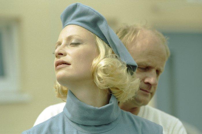 Irene (Katharina Schubert) fühlt sich ausnahmsweise wohl