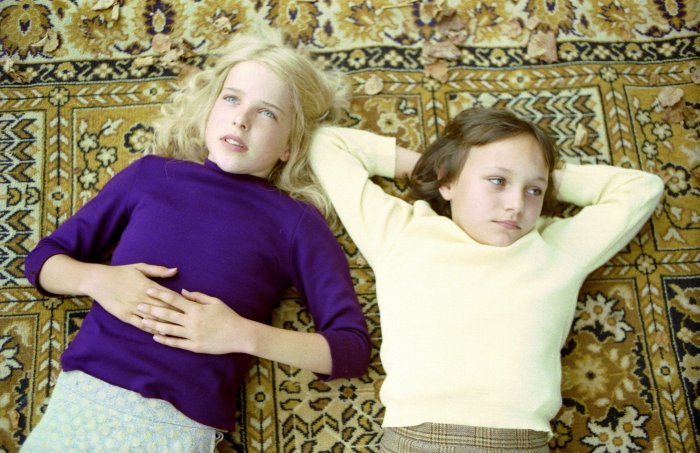 Wasa (Leonie Brill) und Ute (Nina Monka)