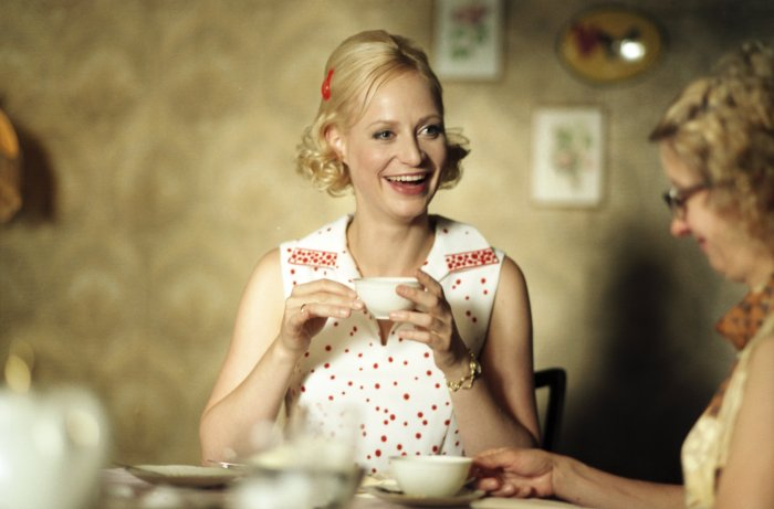 Mutter Striesow beim Kaffeeklatsch