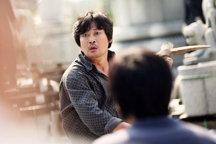 Jung-ho auf der Suche nach Mi-jin zu retten