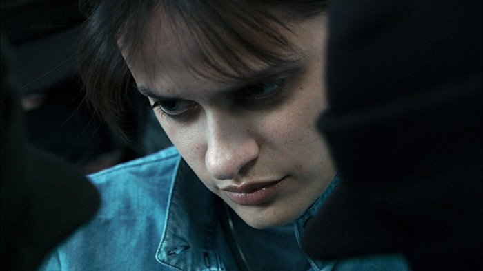 Luisa Williams als Selbstmordattentäterin