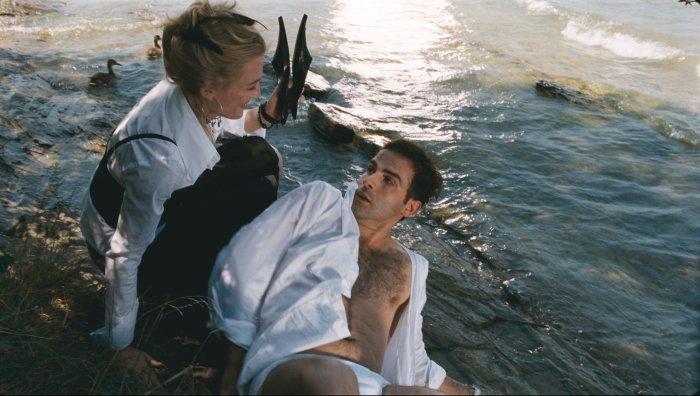Heli (Anne-Grethe Bjarup Riis) ist scharf auf Roger