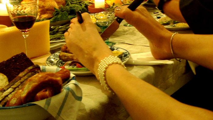 Essen mit den Füßen: Schicksal von tausenden von Contergan-Geschädigten