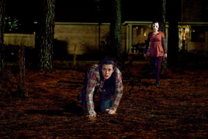 Kristen wird vom Pin-Up-Girl (Laura Margolis) verfolgt