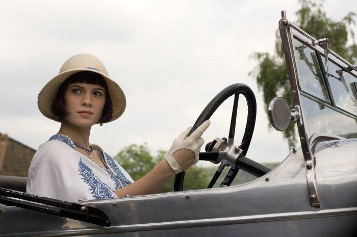 Julia (Hayley Atwell) verdreht Charles den Kopf