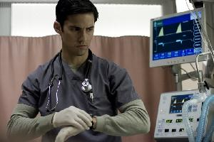 Milo Ventimiglia spielt den Neu-Pathologen Ted Gray