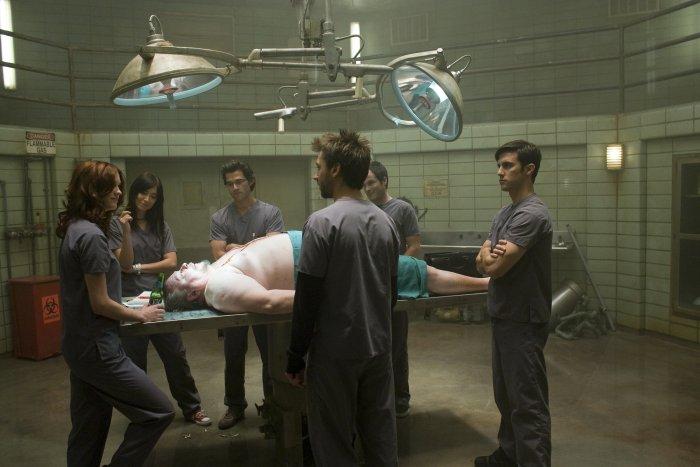 Gallos Team beim Sezieren einer Leiche
