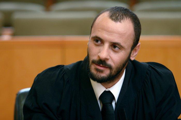 Rechtsanwalt Ziad Daud (Ali Suliman)