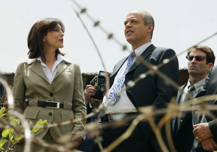 Mira (Rona Lipaz-Michael) an der Seite ihres Mannes