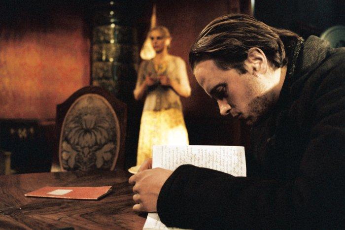 Gerd (August Diehl) liest Anonymas Tagebuch