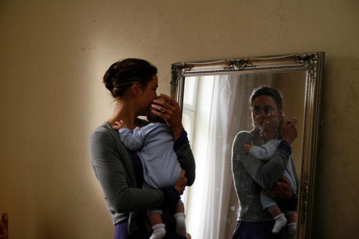 Rebecca (Susanne Wolff) mit ihrem Sohn