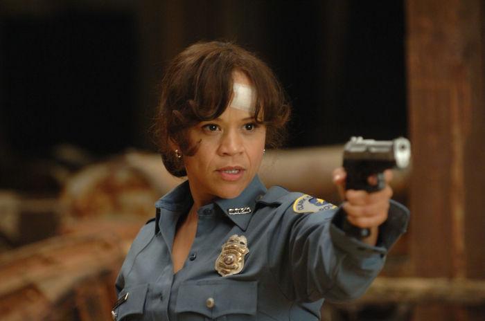 Bestechlich: Polizistin Carol Brazier (Rosie Perez)