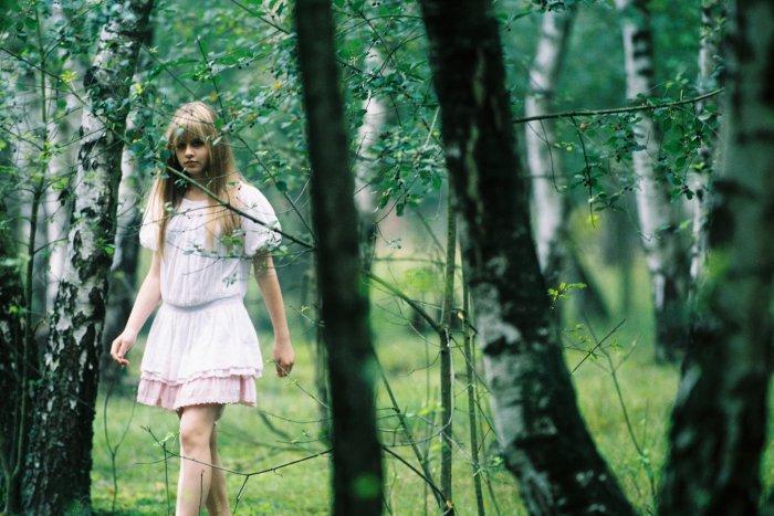 Jenny (Lucie Hollmann) ist gerade mal 14