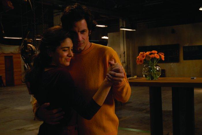 Lizzy (Erica Rivas) und Carlos (Rafael Ferro)
