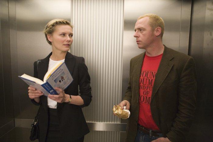 Skeptische Blicke im Fahrstuhl