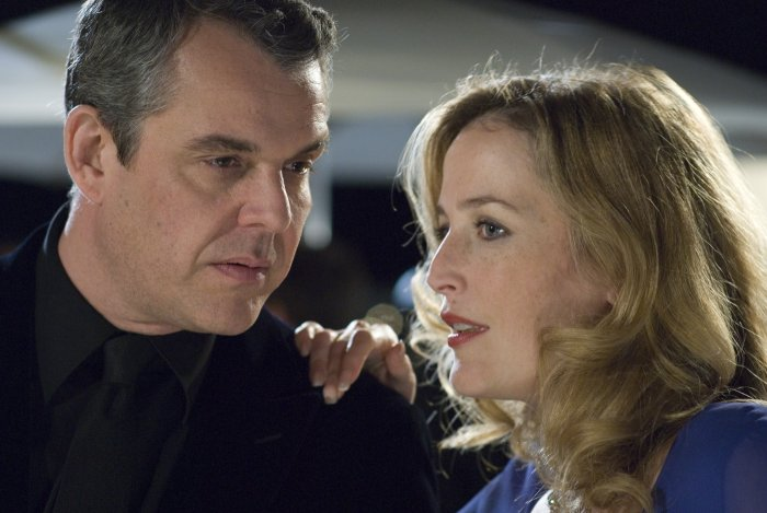 Lawrence Maddox (Danny Huston) und Eleanor Johnson (Gilian Anderson)